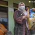 Permalink ke Lagi, Bupati Masnah Antarkan Bantuan Sembako ke Rumah-rumah Warga